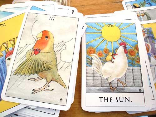 鳥タロットのソードの3と太陽