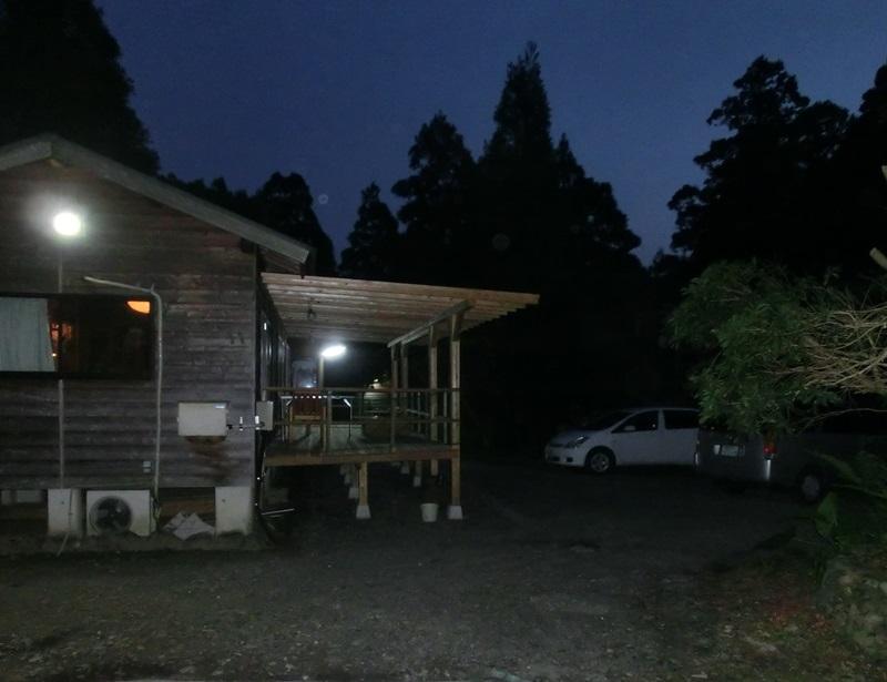 夜明け前のロッジ