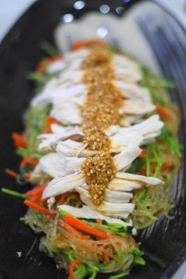 レンジ蒸し鶏と豆苗のごちそう春雨サラダ2