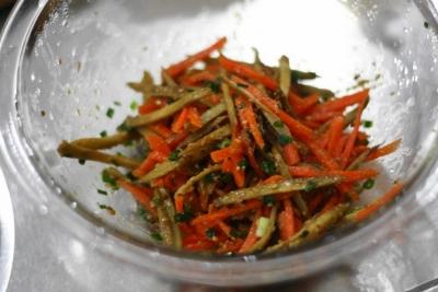 にんじんとごぼうのごま醤油サラダ5