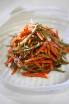 にんじんとごぼうのごま醤油サラダ