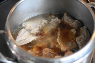圧力鍋で軟骨ソーキの煮込み10
