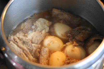 圧力鍋で軟骨ソーキの煮込み14