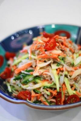 ひき肉と白滝のタイ風サラダ1