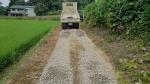 敷き砂利作業