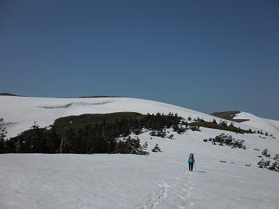 06谷川岳へ向けて稜線を下る