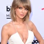 Taylor Swift(テイラースイフト) 胸が深く切れ込んだセクシードレス