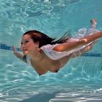 水中で撮影したヌード画像特集