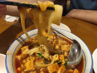 麻婆刀削麺、麺アップ