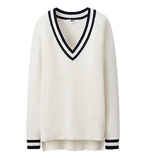 「ユニクロ」のクリケットセーターです