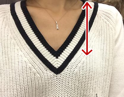 ユニクロのクリケットセーターはVが開きすぎでした