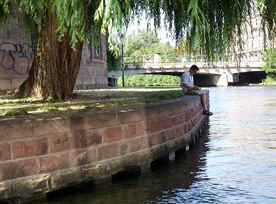 運河堤の静かな午後REVdownsize