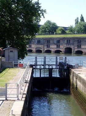 小さな水門とBarrage Vauban堰REVdownsize