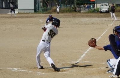 PA1900564回表1死三塁から1番北村淳が中前打を放ち1点追加