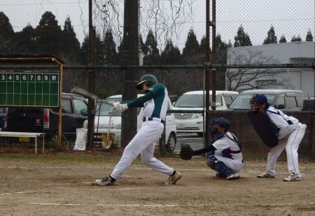P21513916回裏花園2死二塁から5番無松村が中前に同点打を放つ