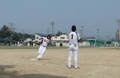 P32218023回表無死一塁から7番山田が右中間2点本塁打