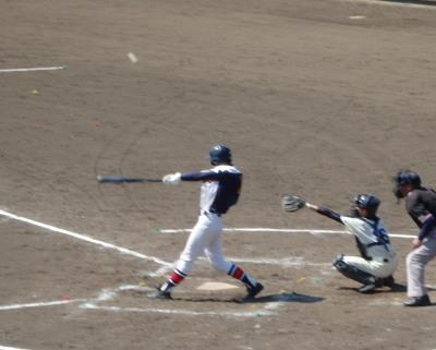 P3251865桜木3回裏2死二、三塁から4番の打球が右前打となり2点追加