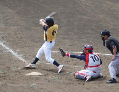 P32920956回裏ボヤッキー無死二、三塁から4番が右前に同点打を放つ