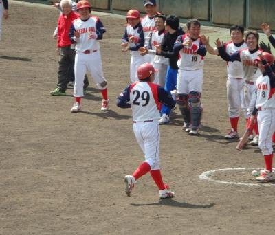 P32921027回表寺原自動車先頭バッターの6番代打が左超え同点本塁打を放つ