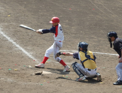 P32921067回裏1死二、三塁から2番は内野ゴロ本塁へ悪送球となり2点勝ち越す