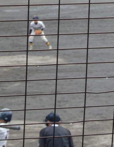 P4012242次の4番が2点逆転左前打を放つ(写真はその場面を撮っていますが完全なミス撮影ですね。1番いい場面でしたが)