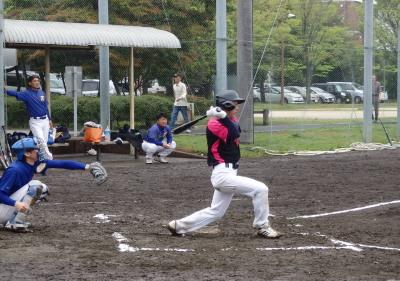 P4192566Le.visage3回表2死一、三塁から3番松下拓が右前打を放ち1対1の同点