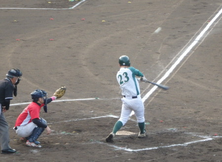 P51129493回表花園2死二塁から3番和泉が左中間二塁打を放ち1点追加
