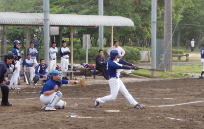 P5143005木村電機3回表1死一、二塁から4番が左越え二塁打を放ち1点先制