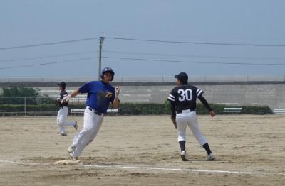P5173046トップG3回裏三番荒牧が左越え本塁打を放つ