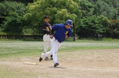 P51028952回裏トップG5番櫛村が左越え本塁打を放ち2対0
