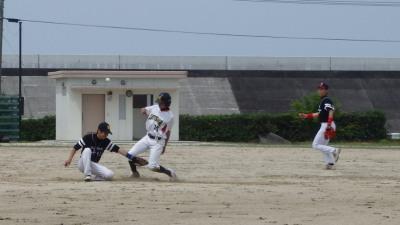 P6073670Le.visage4回表1死二塁から4番上田の一ゴロで三塁に滑り込む大田黒