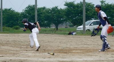P6073693続く中川新が左2点適時打を放ち4対1とリードを広げる