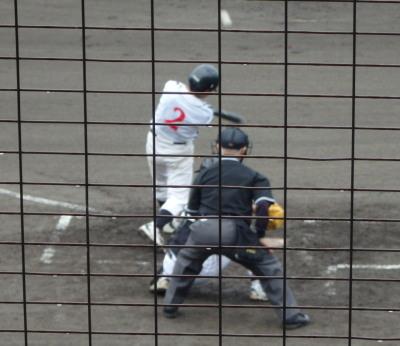 P6204038NTT熊本4回表2死三塁から9番が左中間打を放つ