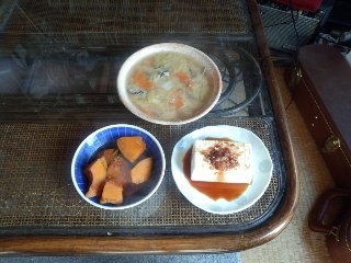 牡蛎と白菜とにんじんの味噌汁