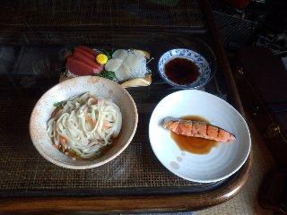 刺身、焼鮭、うどん
