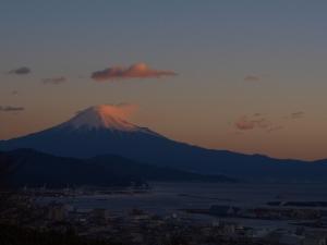 初日に照らされた富士