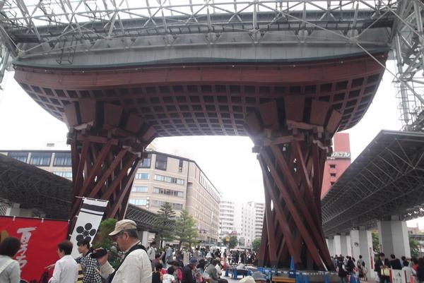 バラ園と金沢-090