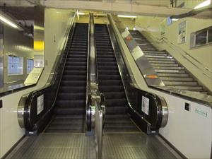 JR逗子駅エスカレーター