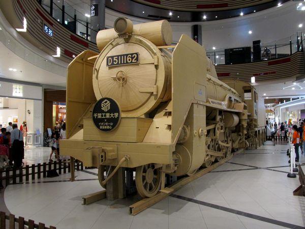 イオンモール幕張新都心で展示中のD51実寸大段ボール模型