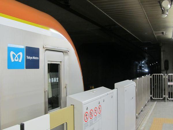千川駅ホーム端から工事中のB線側連絡線を見る