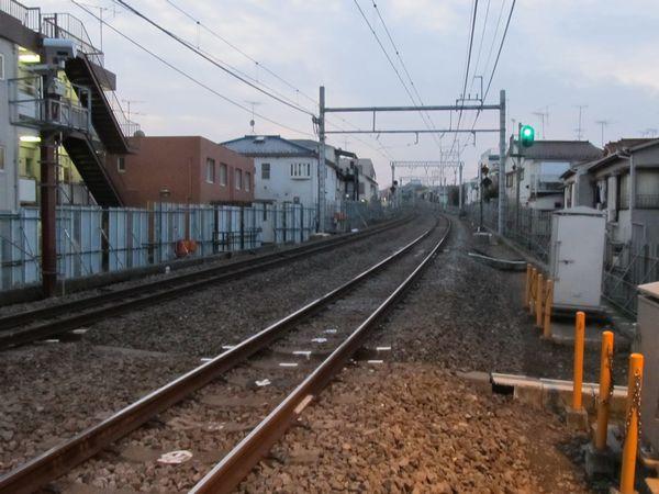 新井薬師前駅方向を見る。20‰前後の急勾配になっている。