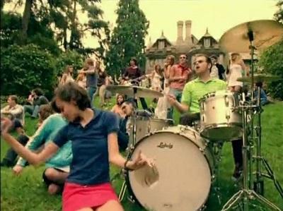 Beverly_Hills_-_Weezer_-_02
