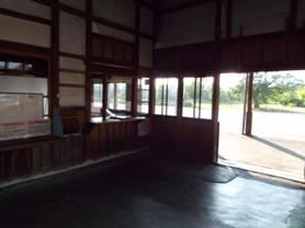 廃駅になっていた松代駅の改札口
