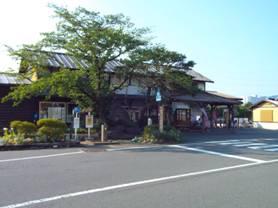 廃駅になっていた松代駅の全景