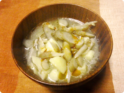 ゴボウと馬鈴薯のスープ1