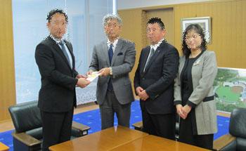 東日本大震災義援金贈呈式1