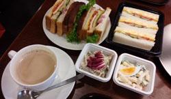 お昼ご飯 カフェで