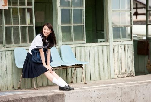 板野友美に同情の声…黒髪イメチェンは「武井咲の影響か?」10