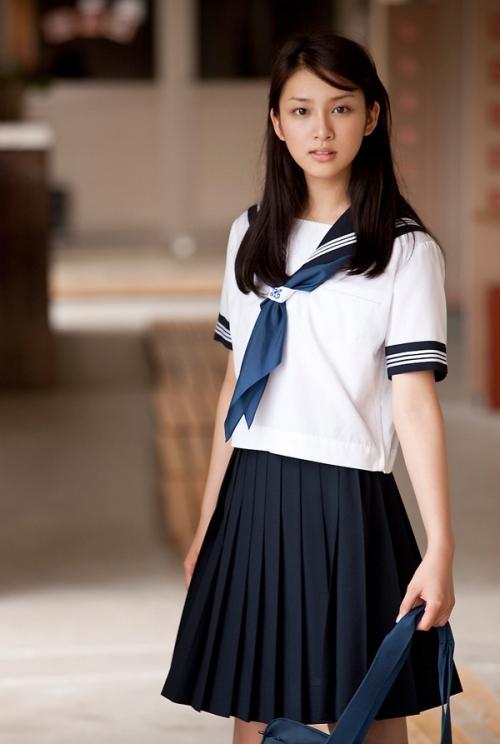 板野友美に同情の声…黒髪イメチェンは「武井咲の影響か?」9
