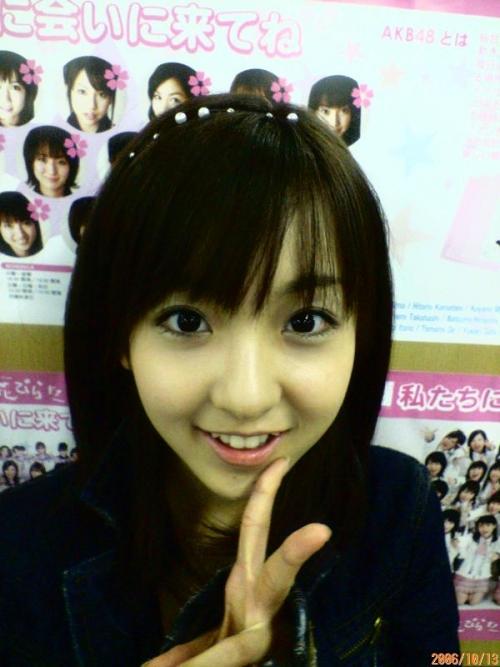 板野友美に同情の声…黒髪イメチェンは「武井咲の影響か?」17